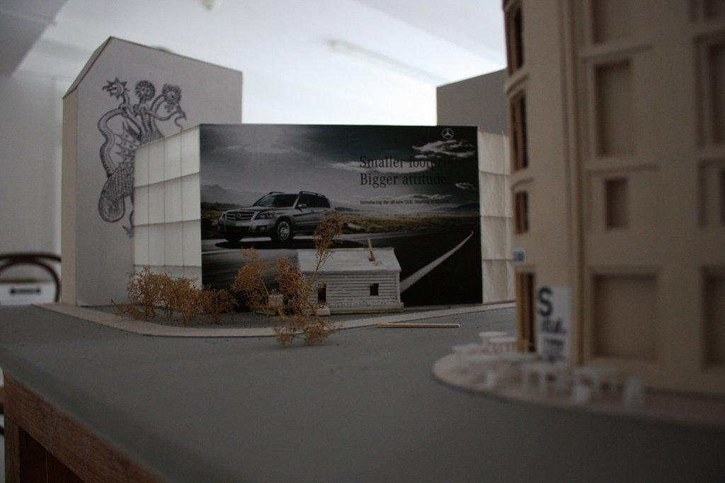 The Invisible Empire (2011) </p> Freilichtbühne / Installation